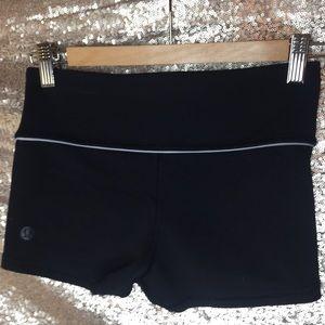 Lululemon Black yoga shorts women's size 2 (small)